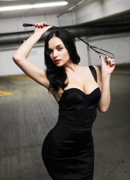 erotica-video-glamour-model-photoshoot-black-dress-crop-eugenia-diordiychuk